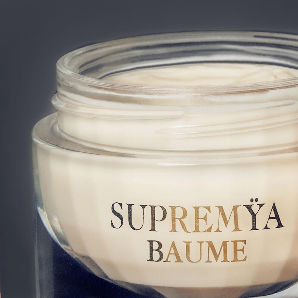 Supremÿa Baume at Night