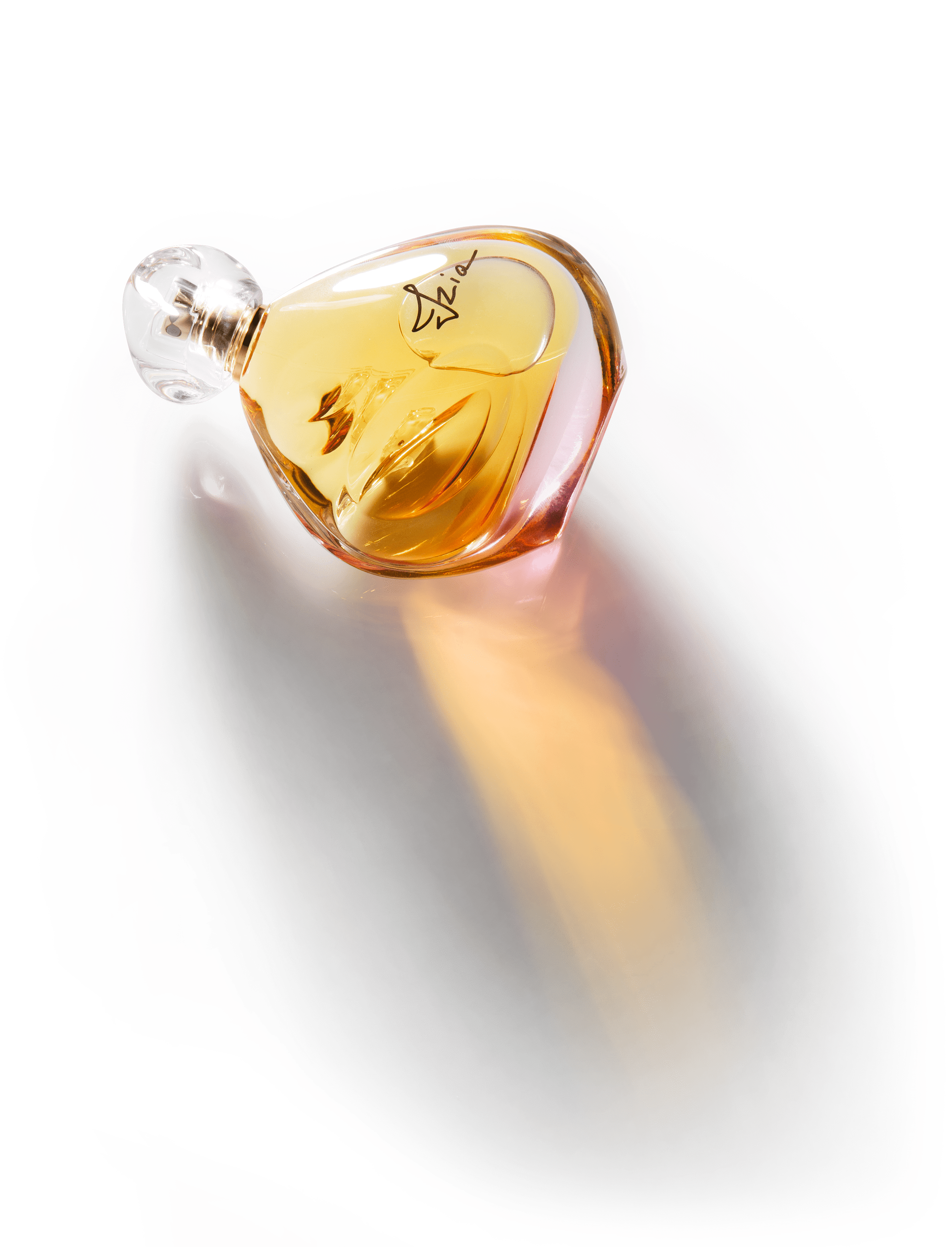 Izia: unikalny zapach o mocnym, zmysłowym charakterze.